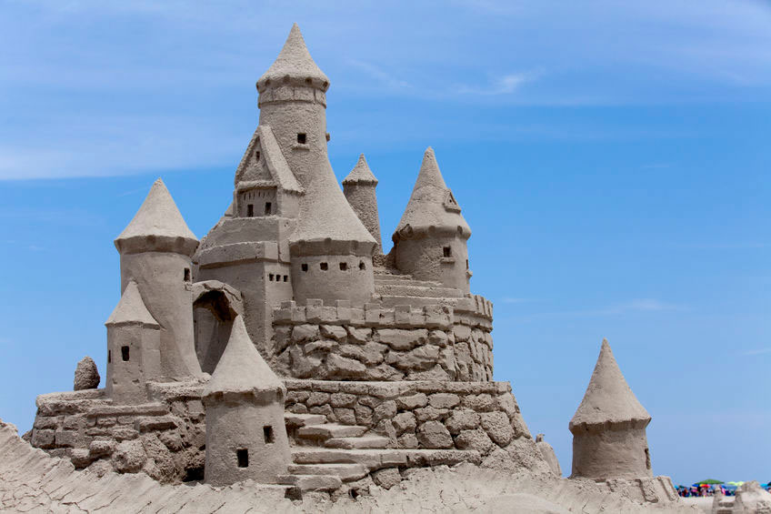 grosse sehr aufwendige Sandburg